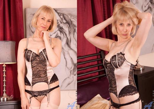 Hazel - Dildo Pleasure - Anilos - MILF Nude Pics