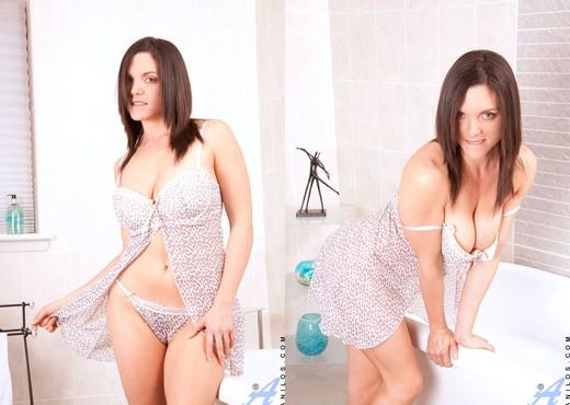 Rebekah Dee - Bathtub - Anilos - MILF Image Gallery