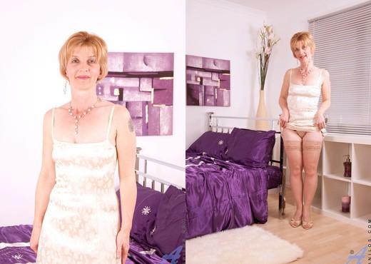 Poppy - Bedroom - Anilos - MILF Nude Pics