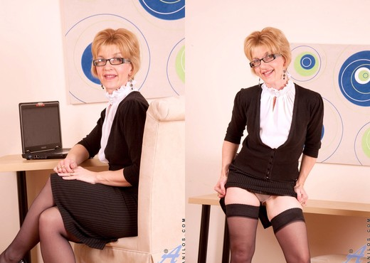 Poppy - Office Work - Anilos - MILF Picture Gallery