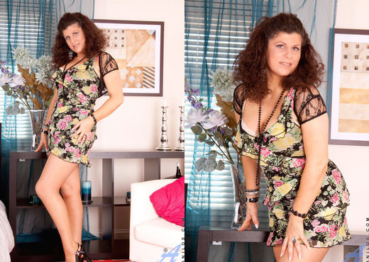 Gilly - Bedroom - Anilos - MILF Sexy Photo Gallery