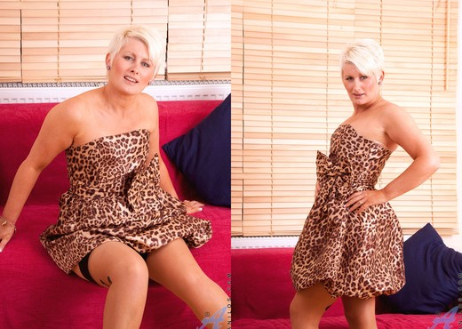 Sally Taylor - Silver Dildo - MILF Picture Gallery