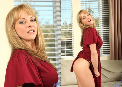 Shayla Laveaux - Couch Spreading - MILF Sexy Photo Gallery