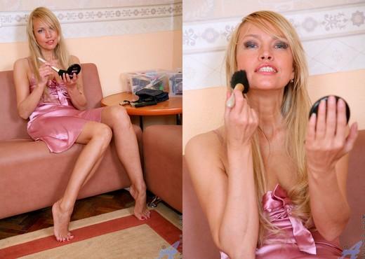 Olga - Anilos Fingering - MILF Image Gallery