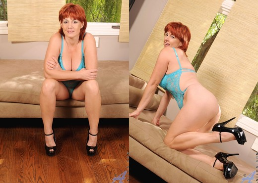 Calliste - Sex Toy - Anilos - MILF HD Gallery