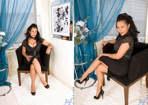 Donna - Black Outfit - Anilos - MILF Sexy Gallery