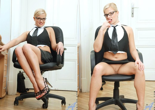 Luceana - Office Masturbation - MILF Hot Gallery
