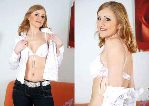 Jarka - Gorgeous Milf - Anilos - MILF Hot Gallery