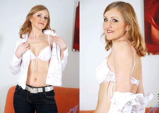 Jarka - Gorgeous Milf - Anilos - MILF Hot Gallery