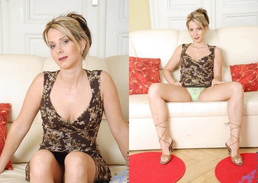 Janine - Tight Milf - Anilos - MILF Image Gallery