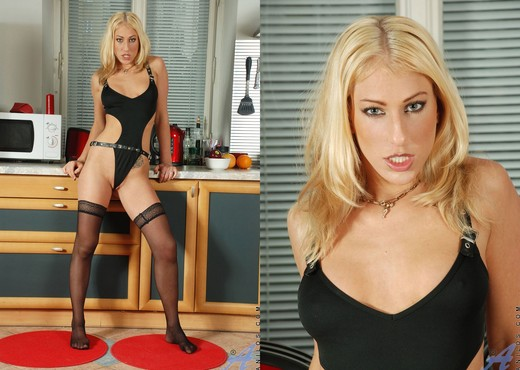 Dione Darling - Black Panthose - MILF Picture Gallery