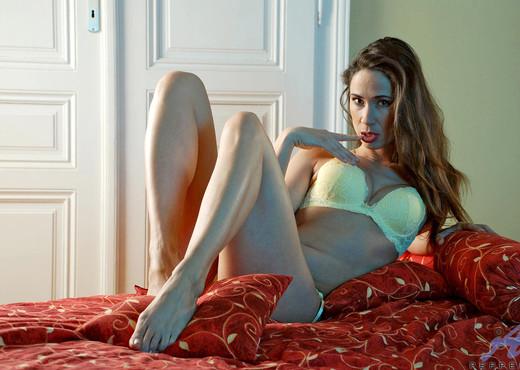 Pepper - Bedroom - Anilos - MILF HD Gallery