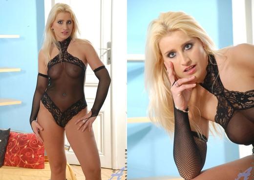 Nicoletta - Domina - Anilos - MILF Porn Gallery