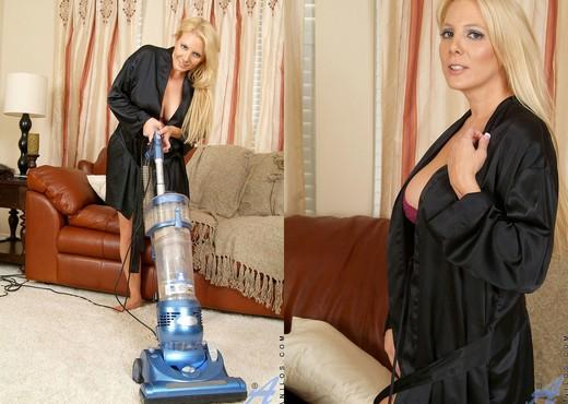 Kara Nox - Vacuuming - Anilos - MILF Image Gallery