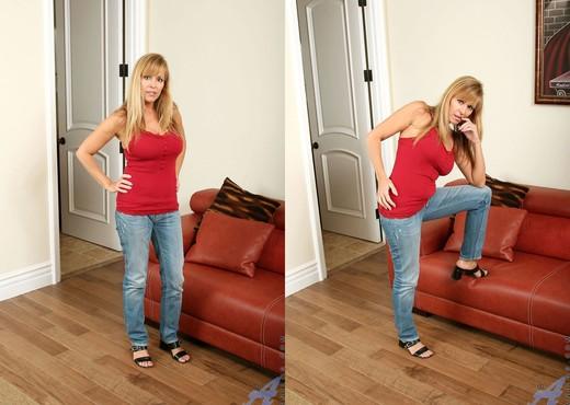 Nicole Moore - Big Dildos - Anilos - MILF Image Gallery