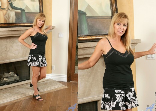 Nicole Moore - The Rabbit - Anilos - MILF TGP