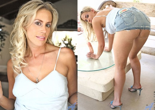 Kylie Worthy - Playing Dildo - MILF Picture Gallery