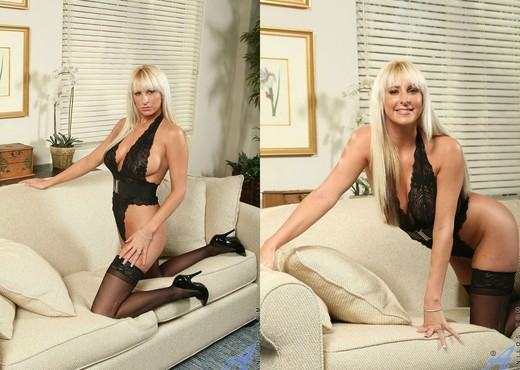 Emilianna - Couch Spreading - MILF Hot Gallery