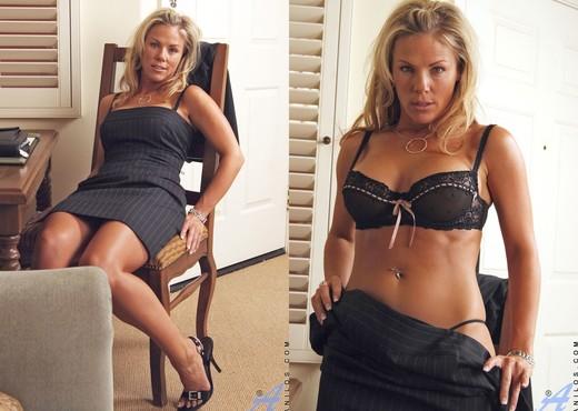 Kayla Synz - Mothers Dildo - MILF Nude Gallery