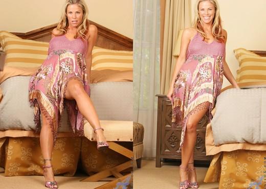 Kayla Synz - Hot Mama - Anilos - MILF Nude Pics