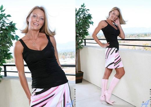 Brenda James - Outdoor Stripping - MILF Nude Gallery