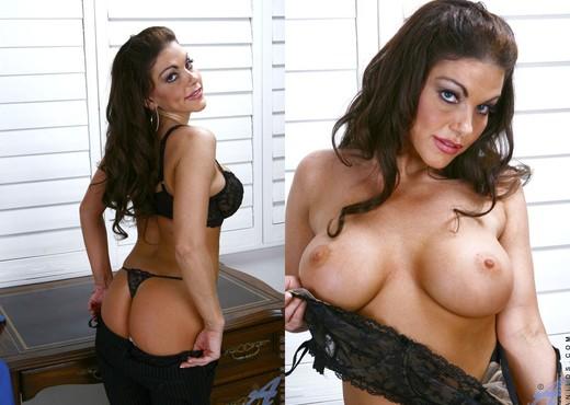 Victoria Valentino - Pony Ride - MILF Porn Gallery