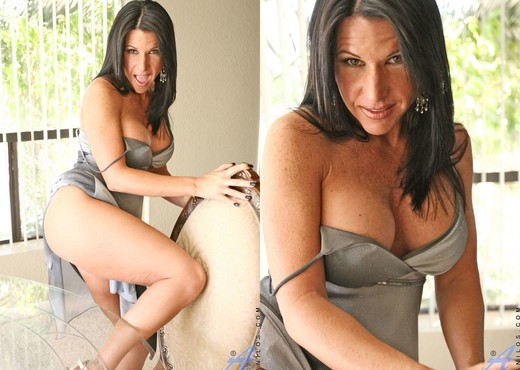Kendra Secrets - Dildo Play - MILF Nude Pics