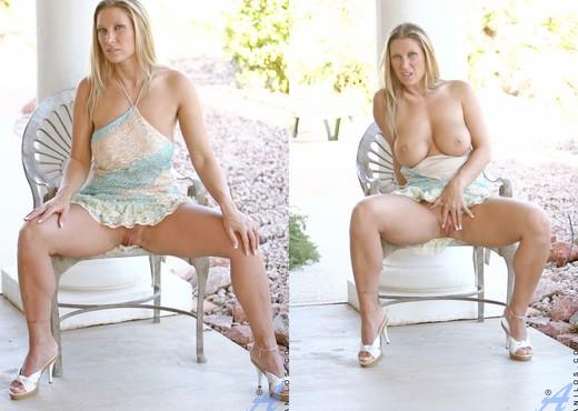 Devon Lee - Superb Butt - Anilos - MILF Image Gallery