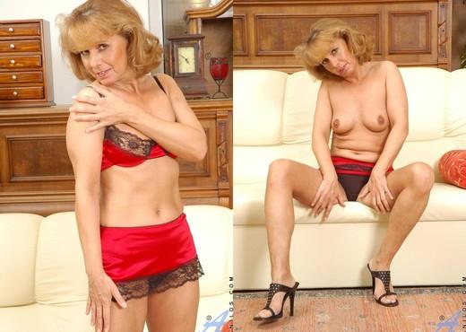 Koko - Sofa - Anilos - MILF Sexy Gallery