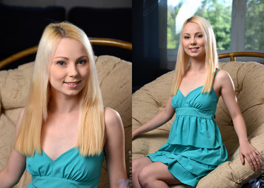 Marry - blonde teen pussy fingering - Teen Sexy Gallery