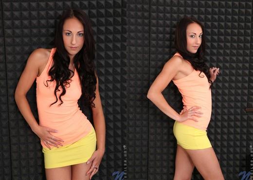 El Storm fingering her teen pussy - Teen Porn Gallery