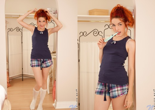Redhead schoolgirl Amarna Miller screams at top of lungs at a BBC penetration  1171201