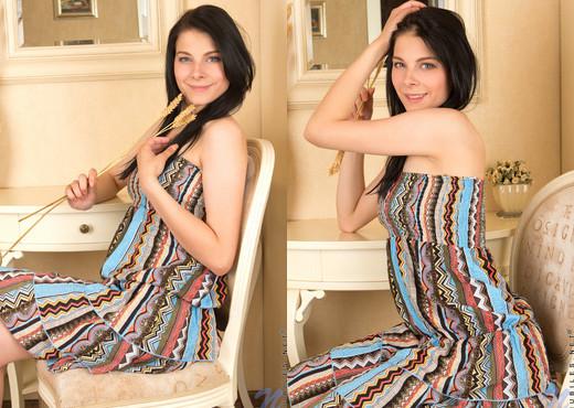 Kay Bella - Nubiles - Teen Solo - Teen Picture Gallery