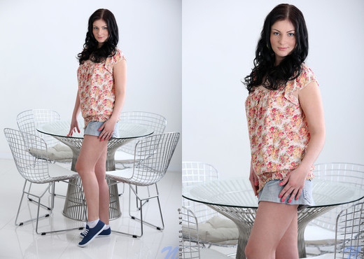 Alice Lee - blue dildo is her toy of choice - Teen Picture Gallery