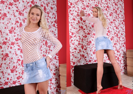 Leyla Tender - Nubiles - Teen Image Gallery