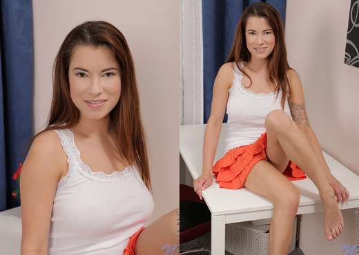 Teresina - Nubiles - Teen Solo - Teen HD Gallery