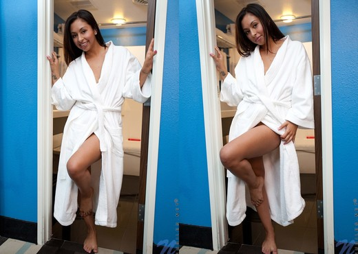 Jenifer Curves - Nubiles - Teen Nude Pics