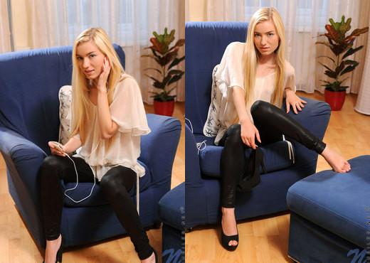 Diana Fox - Nubiles - Teen Solo - Teen Image Gallery