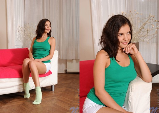 Henessy - Nubiles - Teen Solo - Teen Nude Pics