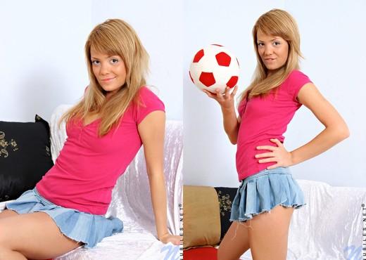Karine - Nubiles - Teen Solo - Teen Sexy Gallery