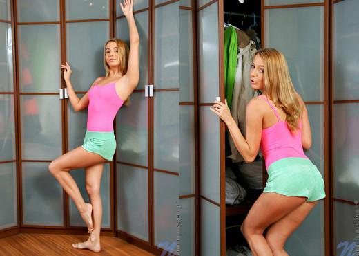 Nadezhda - Nubiles - Teen Solo - Teen Nude Pics