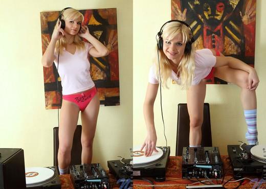 Natisha - Nubiles - Teen Solo - Teen Nude Pics