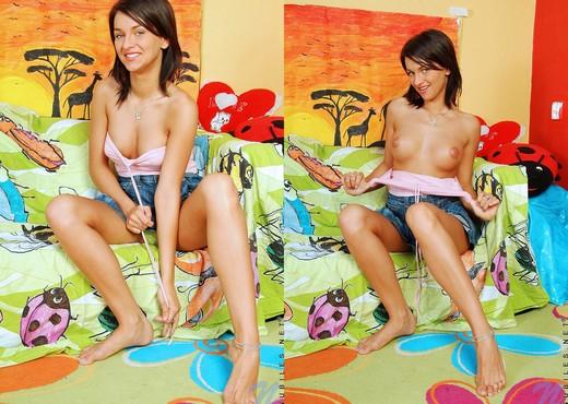 Kinzie - Nubiles - Teen Solo - Teen Nude Gallery