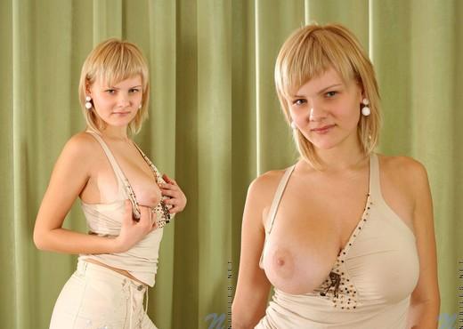 Teena - Nubiles - Teen Solo - Teen Nude Gallery