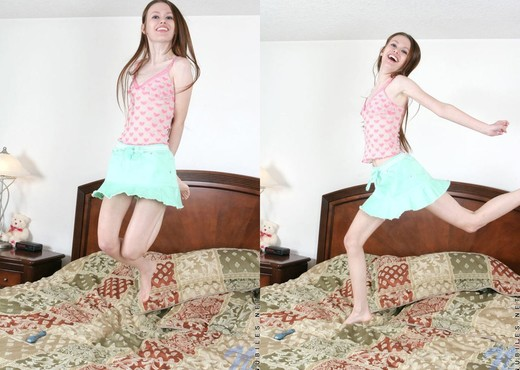 Kennedy - Nubiles - Teen Solo - Teen Picture Gallery