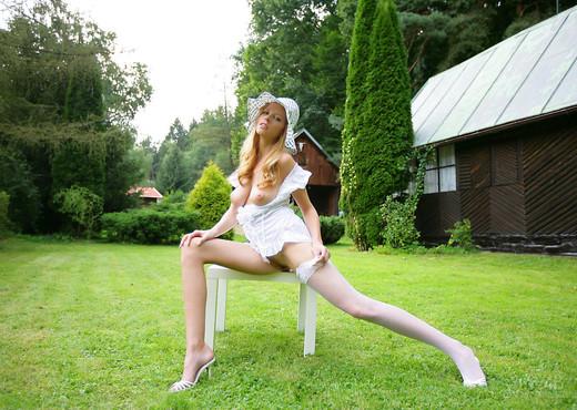 Garden - Carmen Kees - Watch4Beauty - Solo Nude Gallery