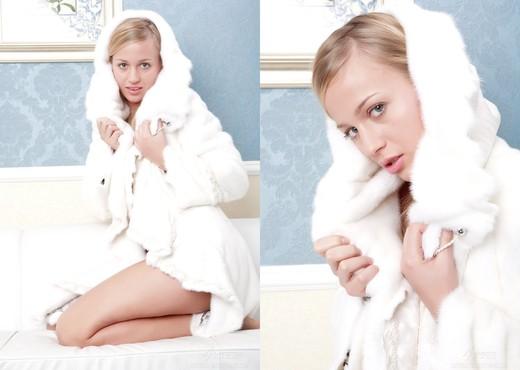 Lory - Ambassador - Pretty4Ever - Solo Nude Pics