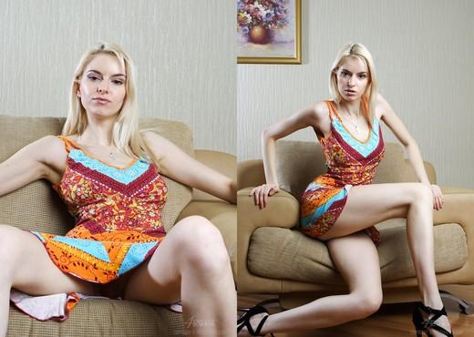 Striptease - Izolda - Pretty4Ever - Solo TGP