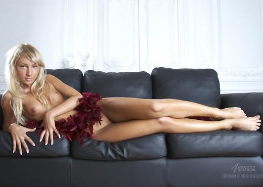 Sensualita - Dasha L - Pretty4Ever - Solo Nude Pics