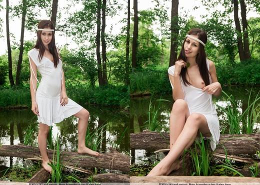 Come - Edessa G. - Femjoy - Solo Nude Gallery